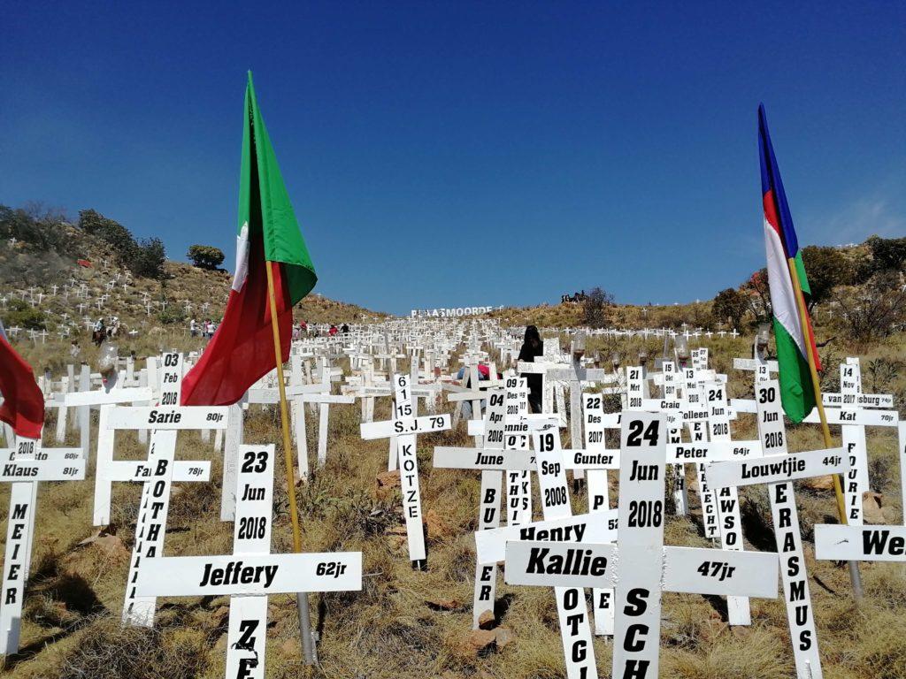 Dödens Hollywoodskylt vittnar om folkmordet på vita farmare