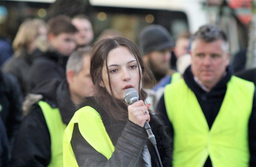 """15-åriga Izabella leder FN-protesterna – """"det är min framtid"""""""