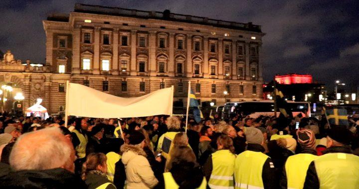 Demonstrationerna mot FN-avtalet fortsätter