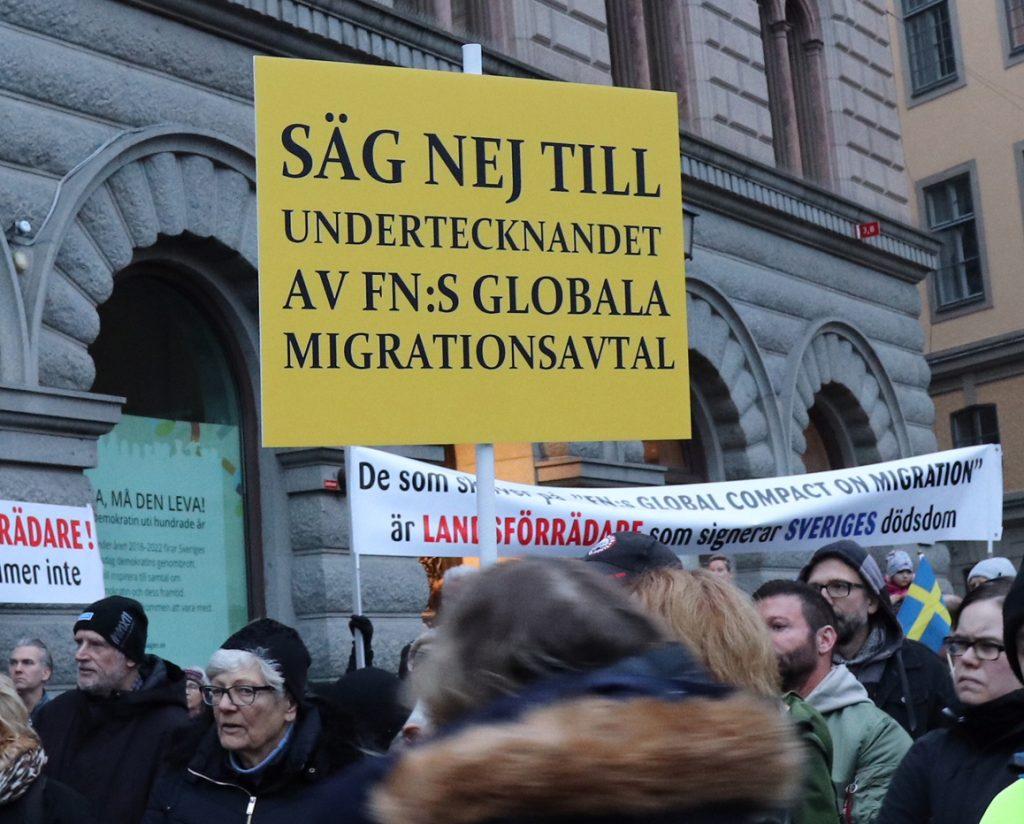Stor demonstration mot regeringens planer på att skriva under FN-talet