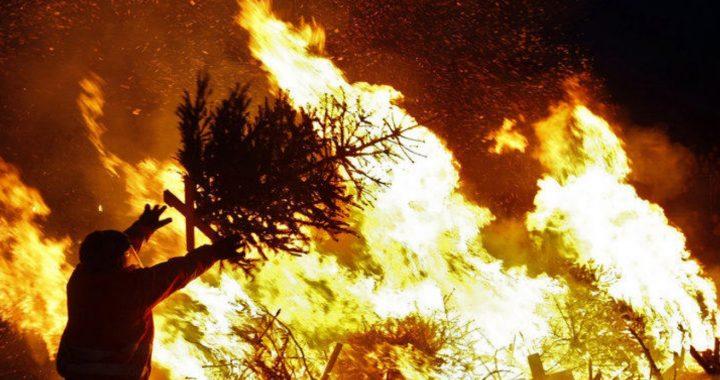 Analys: När julgranen brinner vaknar medelklassen