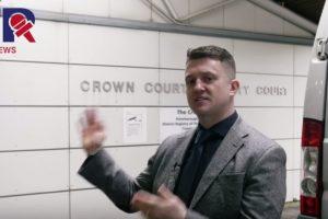 Tommy Robinson i rätten – har stämt polisen för trakasserier