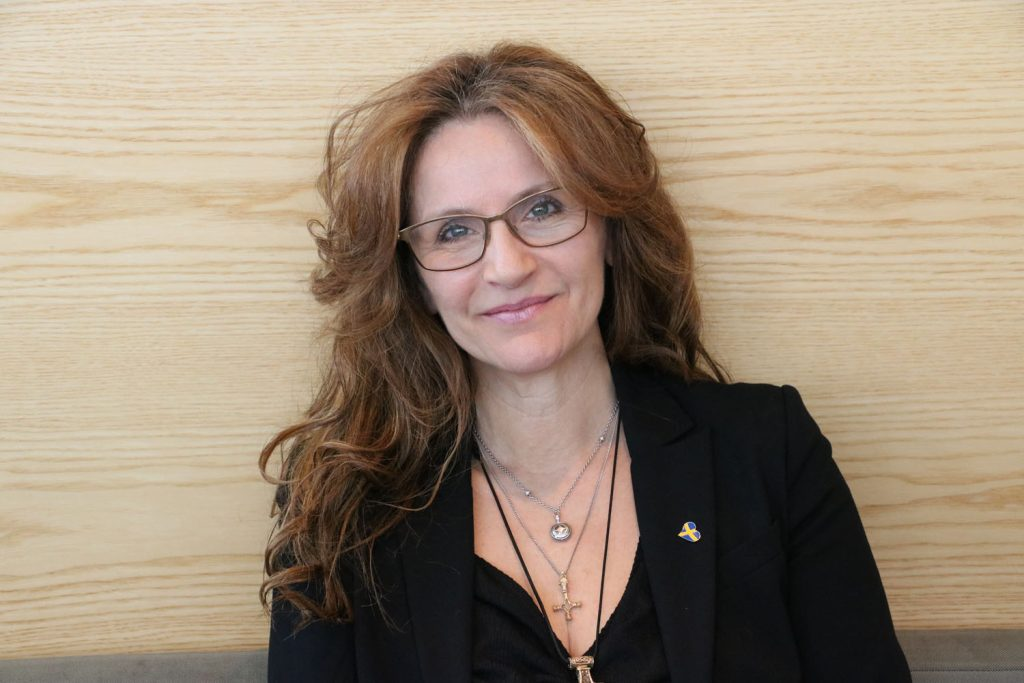AFS Yvonne Lindholm har silkestass med klös