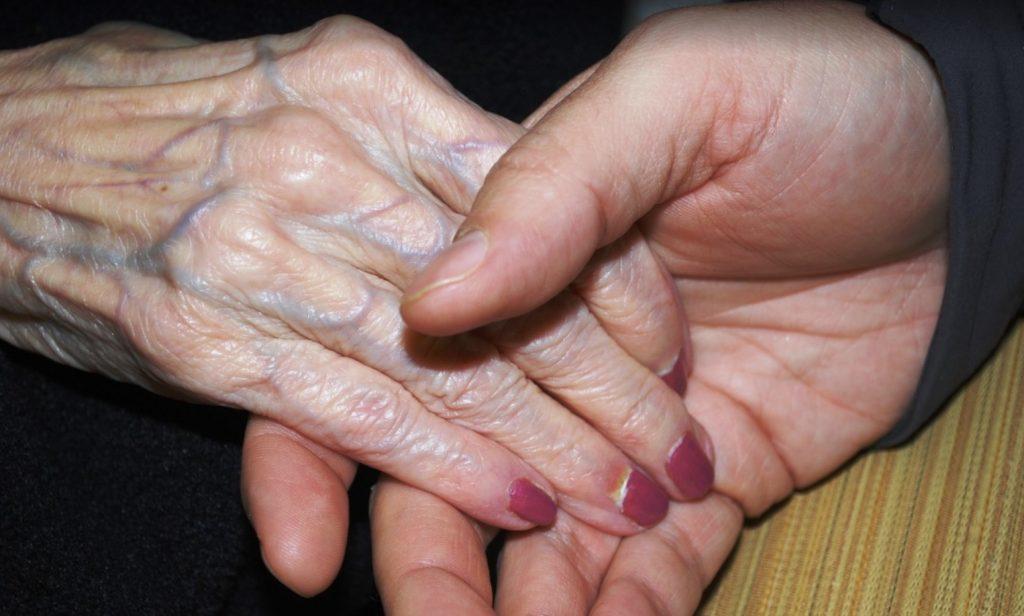 78-årig dam häktad sedan en månad – dotterns förtvivlade vädjan