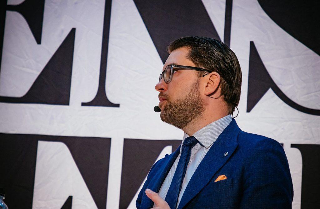Ärligt talat: Åkesson – be om ursäkt och omfamna de alternativa medierna!